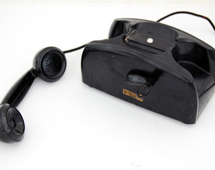 טלפון שחור ישן