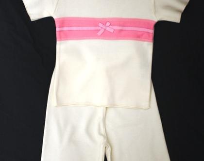 בגד אורגני- חליפת מכנסיים וחולצה דגם פפיון-שמנת
