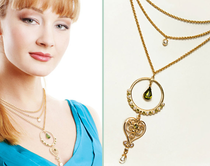 שרשרת זהב שכבות לב בשילוב קריסטלים ירוקים ופנינה