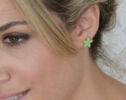 עגילי פרחים זהב ואמייל ירוק מנטה - עגילים לאישה