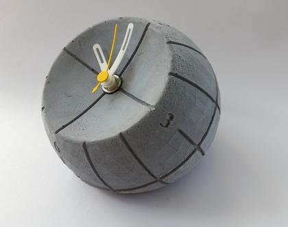 שעון עגול מבטון | מחוגים לבן וצהוב | מתנה מבטון | שעון שולחני מבטון | אקססוריז לבית | אקססוריז למשרד | מתנה לבוס | מתנה לגבר| מתנה לאשה
