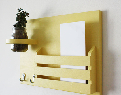 מתלה מפתחות מעוצב דגם״גילי״-צהוב, אירגונית דואר, תא לדואר, מדף לדואר, כניסה לבית.