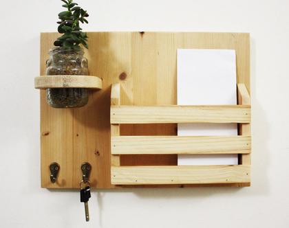 מתלה מפתחות מעוצב דגם ״גילי״-עץ ממוחזר-גוון 0, מתנה מושלמת, חנוכת בית, אירגונית לדואר, כניסה לבית.