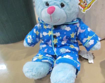 בובת פרווה כחולי בפיג'מה