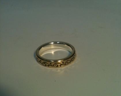 טבעת זהב 14 קארט - חריטה מיוחדת עבודת יד