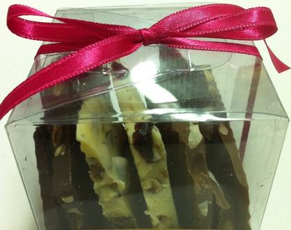שברי שוקולד ב-3 צבעים משוקולד בלגי בעבודת יד