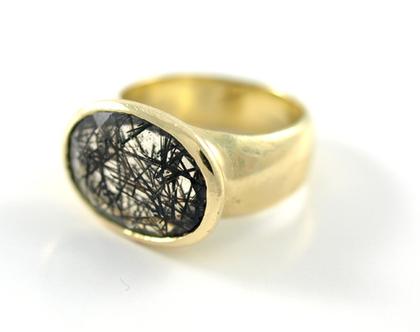 טבעת זהב   טבעת אירוסין   אבן טורמלין קוורץ שחור   אורה דן תכשיטים   מעצבת טבעות זהב   טבעות נישואין   טבעת חותם  