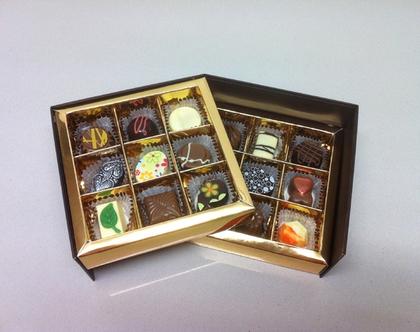 מארז מפואר של 18 פרליני שוקולד בלגי בעבודת יד