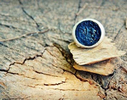 טבעת חותם מכסף משובץ דמוי מטבע עתיק מושחר