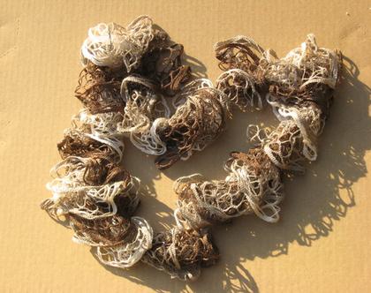 צעיף רשת סרוג מסולסל בגווני בז'