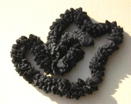 צעיף שרשרת קפלים בצבע שחור