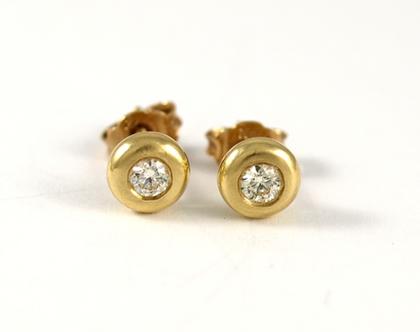עגילי זהב 14 קרט | עגילי יהלום צמודים | תכשיטים בעיצוב אישי | עגילים משובצים | עגילים ייחודים | אורה דן תכשיטים | מעצבת בתל אביב |