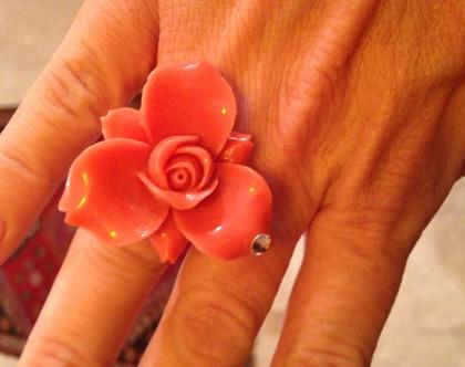 טבעת קורל ורוד בצורת פרח