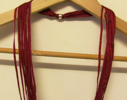 שרשרת חוטים בצבע בורדו מלכותי