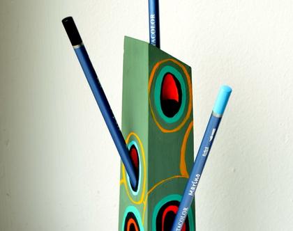 מעמד לעטים, עץ צבעוני, עבודת יד
