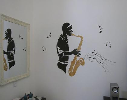 ציור קיר איש מנגן על סקסופון