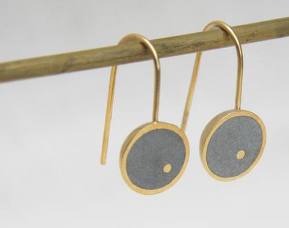 עגילים תלויים במילוי בטון | עגילי זהב עגולים | עגילים עגולים תלויים | עגילי זהב עדינים | עגילי זהב קלאסיים | עגילים תלויים בצורת חצי כדור