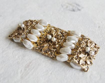 צמיד זהב מעוצב סיקסטיז תחרה ופנינים | תכשיט לכלה | צמיד תחרה ופנינים אלגנטי | צמיד מעוטר תחרה ציפוי זהב