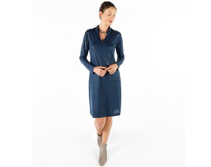 שמלה כחולה עם שרוול ארוך