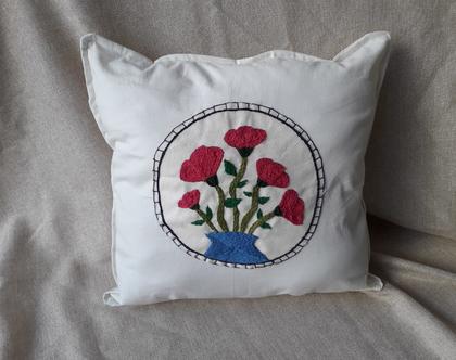 כרית נוי רקומה - אגרטל פרחים