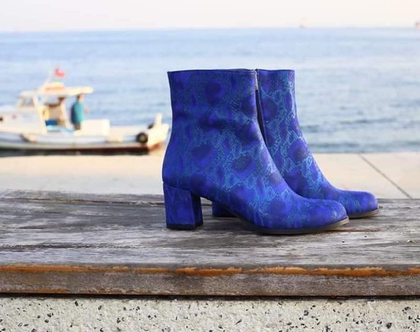 מגפיים מיוחדים, מגפיים מעוצבים, מגפיי עור, מגפיים כחולים,