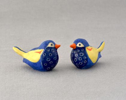 ציפור קטנה מקרמיקה בכחול וצהוב