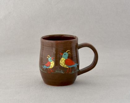 ספל קרמיקה חום עם ציפורים צבעוניות