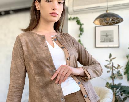 ג'קט דמוי עור קצר בצבע קאמל חום עם תיקתקים