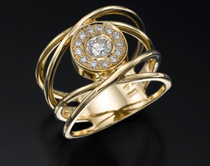 טבעת חישוקי זהב ויהלומים