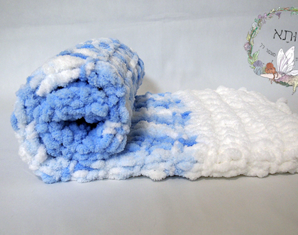 שמיכת תינוק בסריגת יד - לבן, גוונים של כחול