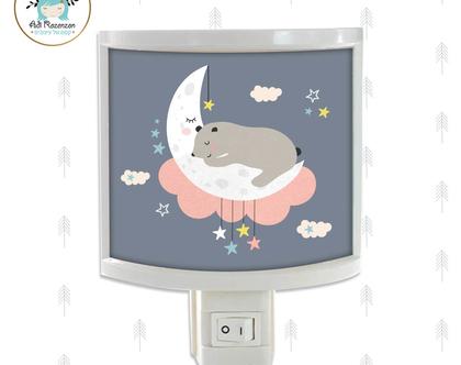 מנורת לילה דב ישן על ירח | מנורת לילה לקיר | מנורת לילה לילד | מנורת לילה לתינוק | מנורת לילה לילדה | מנורת לילה לחדרי ילדים | מתנה לילדי גן