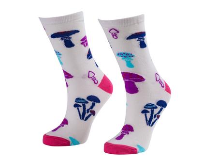 זוג גרביים בדיגום פטריות