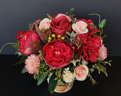 Sweet Talk Bouquet | סידור פרחים מלאכותיים | סידור פרחי משי | פרחי משי מעוצבים | קישוט לבית | מתנה לחג | זר לבן | מלאכותי | פרחים לחג