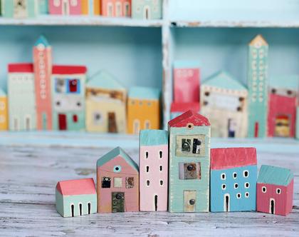 סט של 6 בתי עץ בודדים. פסל קטן למדף. בתים מיניאטורים. עץ ממוחזר. בתים קטנים מעץ. עיצוב הבית. בית מיניאטורות. בתי עץ לקישוט.