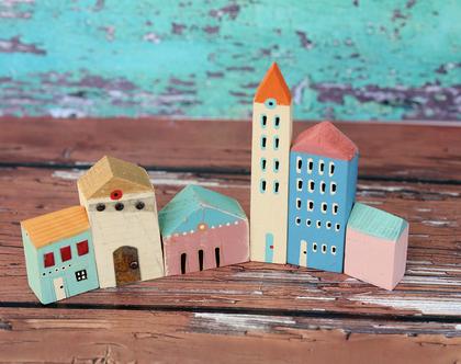 סט של 6 בתי עץ בודדים. פסל קטן למדף. בתים מיניאטורים. עץ ממוחזר. בתים קטנים מעץ. עיצוב הבית. בית מיניאטורות. בתי עץ לקישוט. [CLONE]