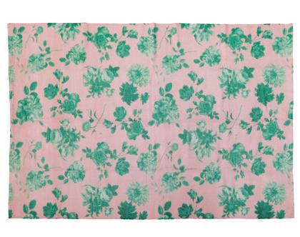 שטיח ענקי פרחים ירוקים ברקע ורוד