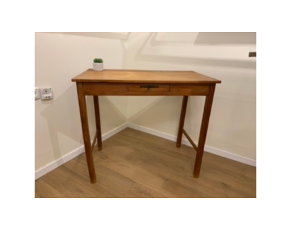 שולחן כתיבה עם מגירה