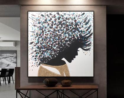 """""""נעומי"""" - ציור בעבודת יד של פני אישה עם בגד ושיער בטקסטורות מובלטות והזלפות צבע."""