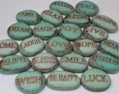 """סט 7 אבנים טורקיז אנגלית, אבנים אנגלית , אבני ברכה, ברכות אנגלית, טורקיז, שבע ברכות אנגלית, ברכה מיוחדת, מתנה לחו""""ל, אבנים עם ברכות"""
