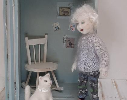 בובה בקופסא מעוצבת | בובה לעיצוב חדר | בובת צמר | בובת לבד | לאספנים