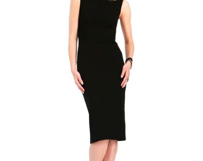 שמלה צמודה ומחטבת עם גב פתוח באורך הברך