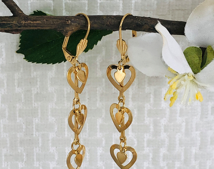 עגילי לבבות נתלים │ עגילים לבבות │ עגילי לבבות נתלים │ עגילים מגולדפילד │ עגילי לבבות תלויים ארוכים