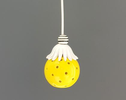 מנורת לילה -מנורה קטנה מקרמיקה - מנורה צהובה - תאורת אווירה - תאורה רומנטית - גוף תאורה לחדר שינה - גוף תאורה קטן צהוב
