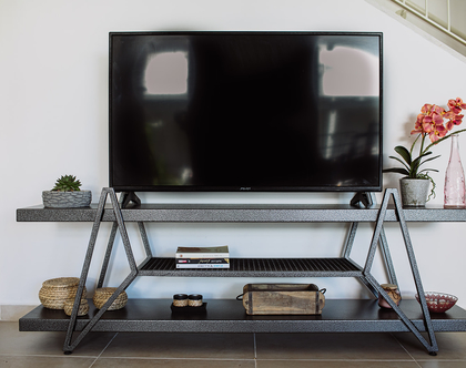 מזנון טלוויזיה מעוצב מברזל