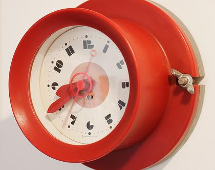 שעון קיר קטן ואדום, שעון אספנות אדום
