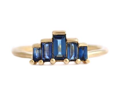 טבעת אירוסין חתוכה באגט ספירים כחולים-טבעת ספיר כחול
