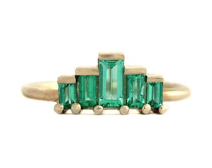 טבעת אירוסין לחיתוך באגט ברקת-טבעת האזמרגד ארט דקו