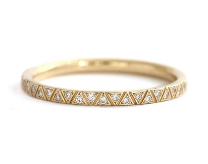 רצועת הנצח יהלום חרוטה-טבעת לנצח גאומטרית