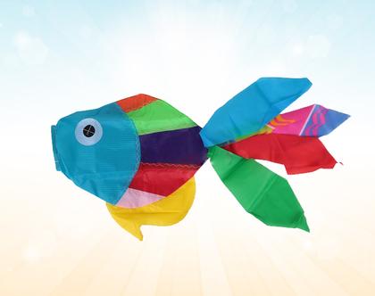 עפיפון גדול בצורת דג צבעוני
