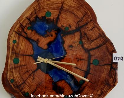 שעון קיר מעץ זית ואפוקסי (024).